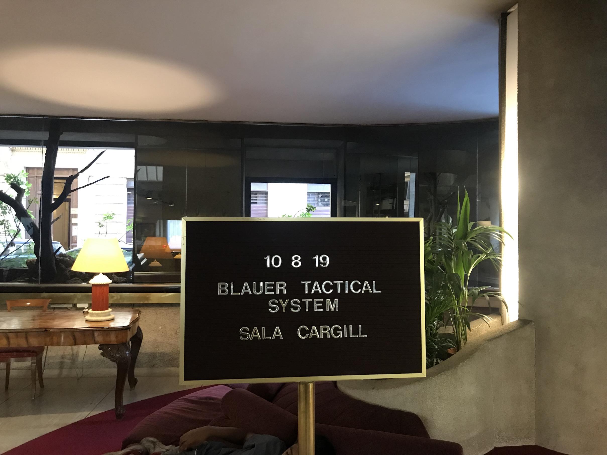 Uvítacia tabuľa v hoteli kde prebiehal seminár