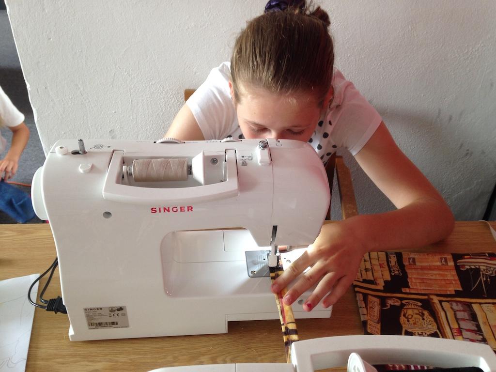 Prvý krát za šijacím strojom